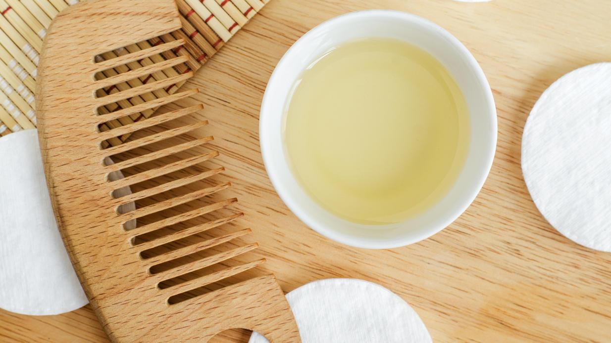 Rizinusöl wird aus Rizinussamen gewonnen und ist gut für die Haut.