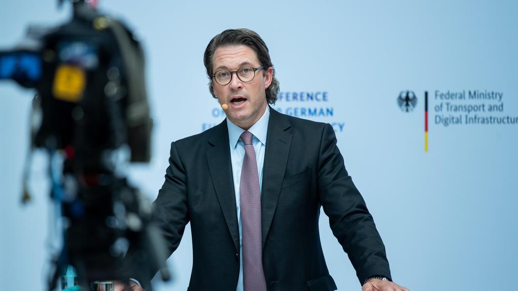 ARCHIV - 17.06.2020, Berlin: Andreas Scheuer (CSU), Bundesminister für Verkehr und digitale Infrastruktur, stellt bei einer Pressekonferenz im Ministerium seine Pläne für die EU-Ratspräsidentschaft vor. Scheuer will die rechtlichen Unsicherheiten bei