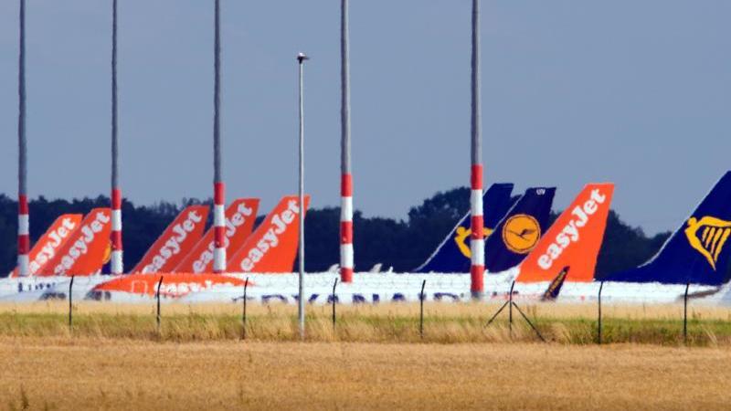 Wegen der Corona-Pandemie mussten die Airlines Tausende Flüge stornieren. Doch nicht alle bemühen sich wie Easyjet genügend um eine zügige Erstattung des Ticketpreises. Foto: Soeren Stache/dpa-Zentralbild/dpa