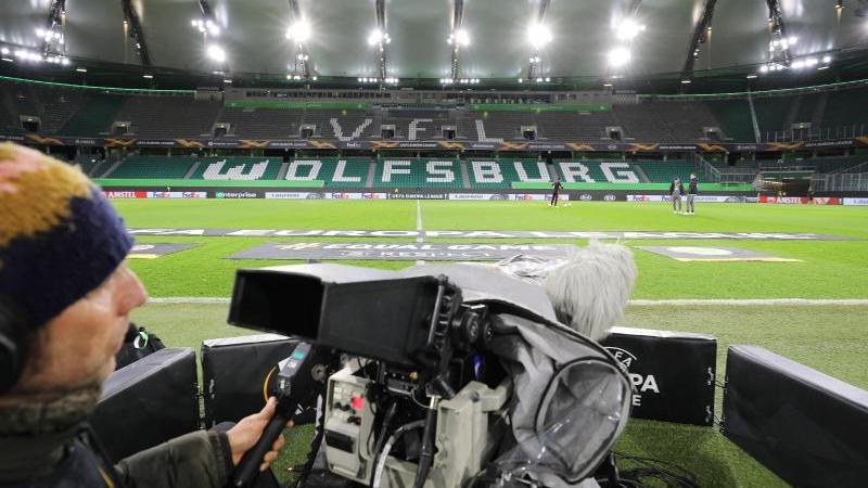 Der VfL Wolfsburg würde bei einem Einzug ins Finalturnier zunächst gegen Eintracht Frankfurt oder den FC Basel spielen. Foto: Darius Simka/VfL Wolfsburg/dpa/Archivbild