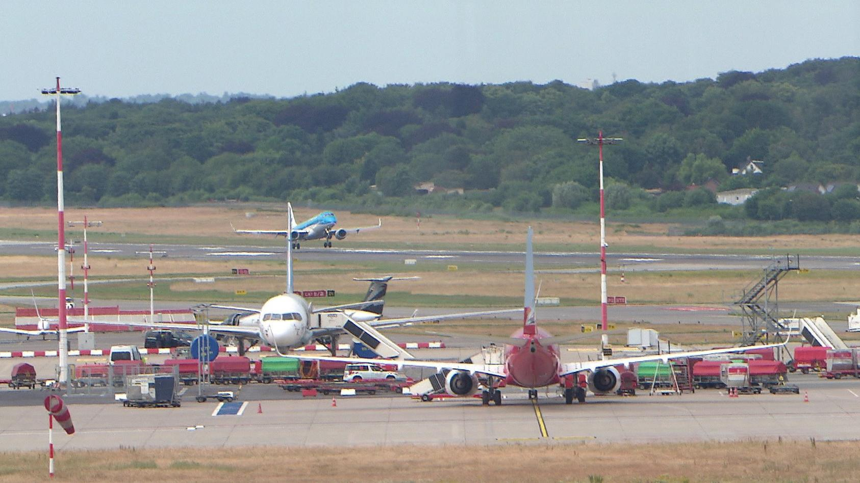 Auch am Helmut Schmidt Airport in Hamburg kommt es zu Flugannullierungen der Airlines