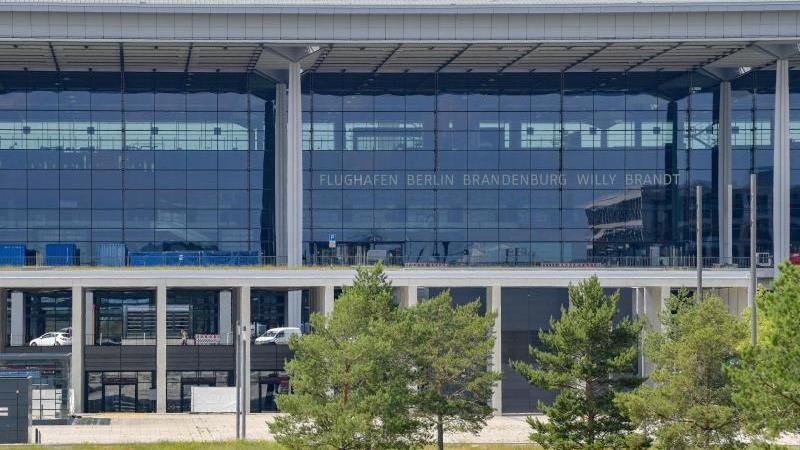 Blick auf ein Terminal des Hauptstadtflughafens BER. Foto: Patrick Pleul/dpa-Zentralbild/dpa/Archivbild