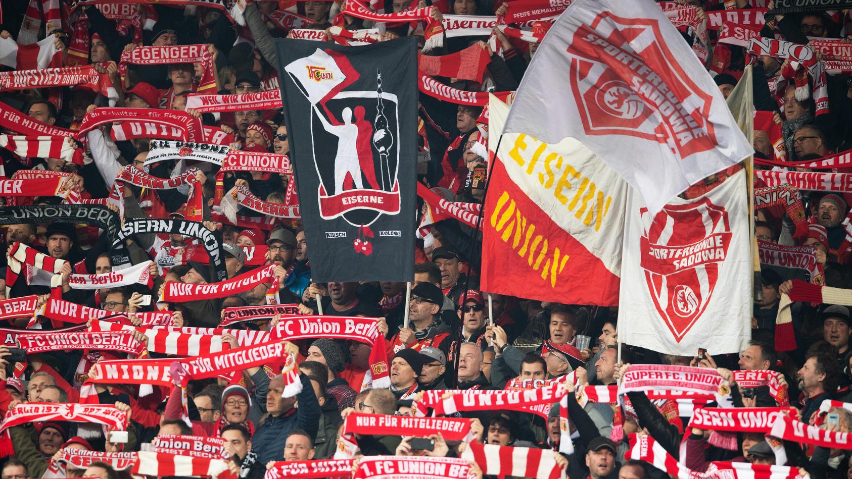 1. FC Union Berlin - Fans im  Stadion Alte Försterei