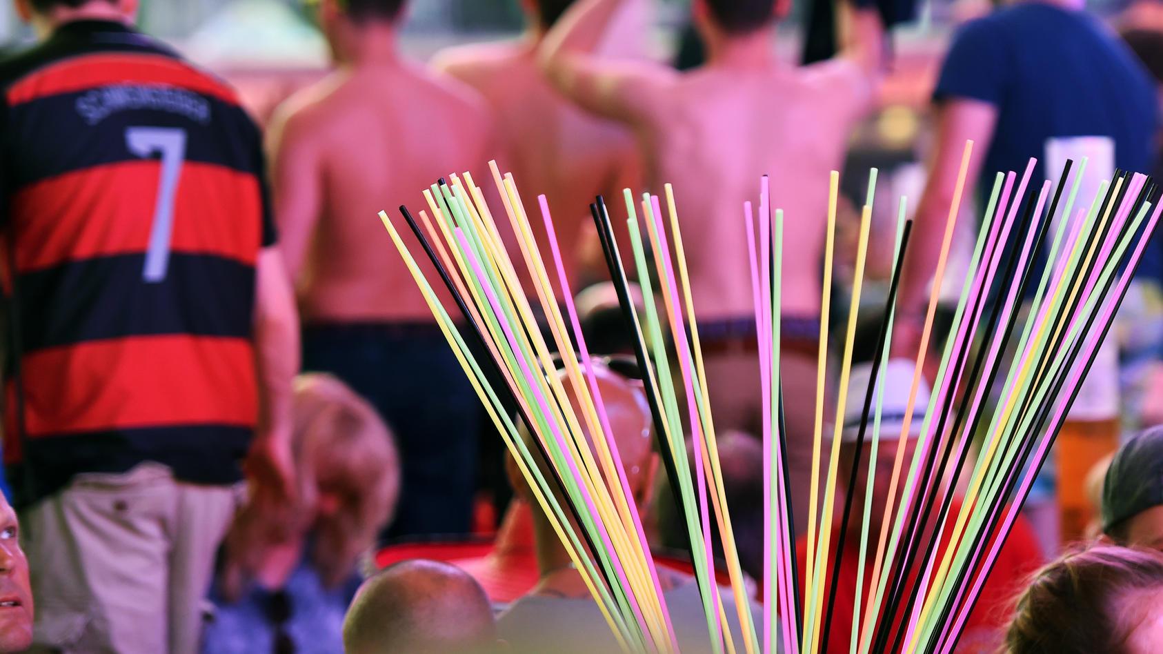 Zahlreiche Gäste feiern in der Partylocation Megapark an der Playa de Palma bei der Saison-Opening.