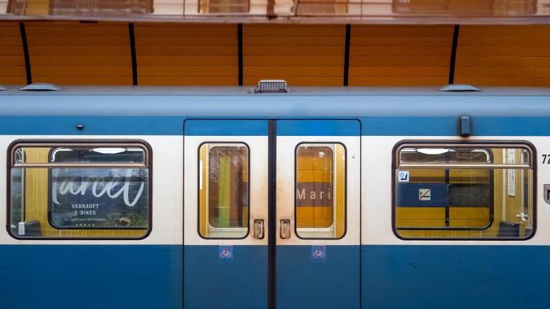 Eine Münchner U-Bahn steht in einem Bahnhof. Foto: Sven Hoppe/dpa/Symbolbild