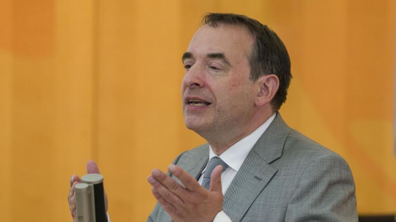 Der hessische Kultusminister Alexander Lorz (CDU). Foto: Frank Rumpenhorst/dpa/Archivbild