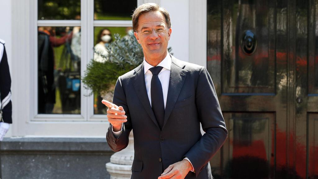 DEN HAAG , 13-07-2020 , Catshuis , Prime Minister Mark Rutte receives Spanish Prime Minister Pedro Sanchez for a working lunch at the Catshuis. This in the run-up to the extra European Council and the recent proposal for a European recovery fund. Spa