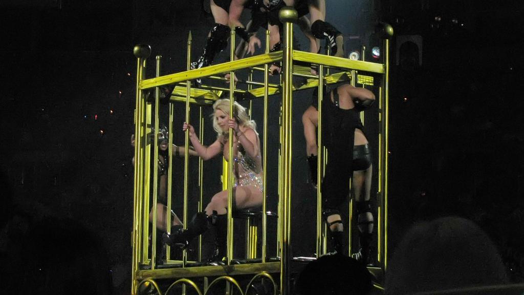Britney Spears auf ihrer Circus-Tour 2009: Sie zeigt sich in einem Käfig.