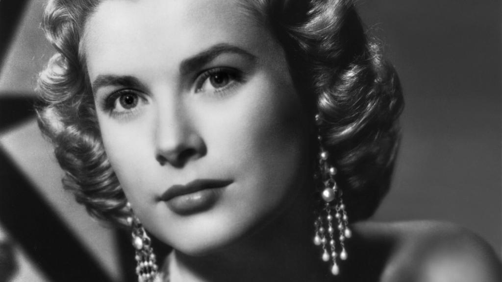 Grace Kelly, Mitte der 1950er Jahre /  Dekollete, Ohrring, Schmuck, schulterfrei, Locken,  Personen, Porträt, Portrait