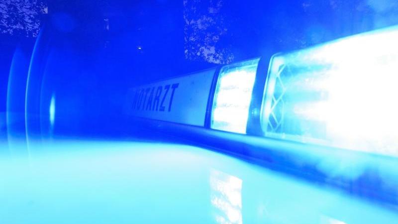 Blaulicht an einem Notarzteinsatzfahrzeug. Foto: Patrick Seeger/dpa/Symbolbild