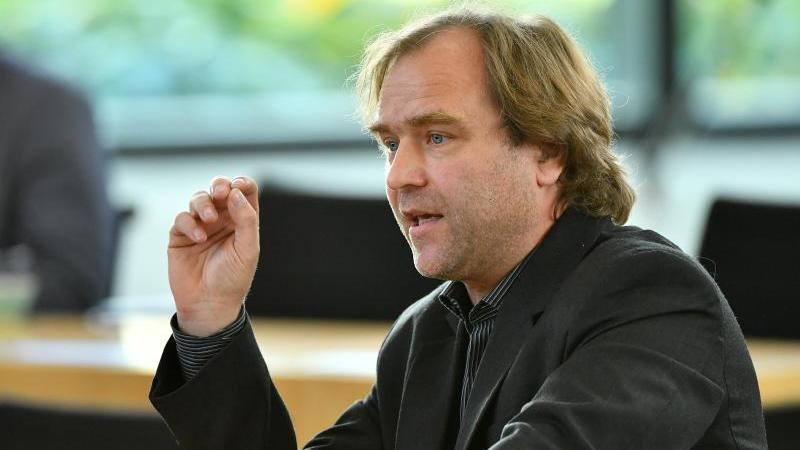 Thomas Hartung, SPD-Abgeordneter, spricht im Thüringer Landtag. Foto: Martin Schutt/zb/dpa/Archivbild