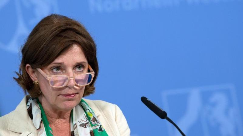 Yvonne Gebauer (FDP), Nordrhein-Westfalens Schulministerin. Foto: Federico Gambarini/dpa/Archivbild