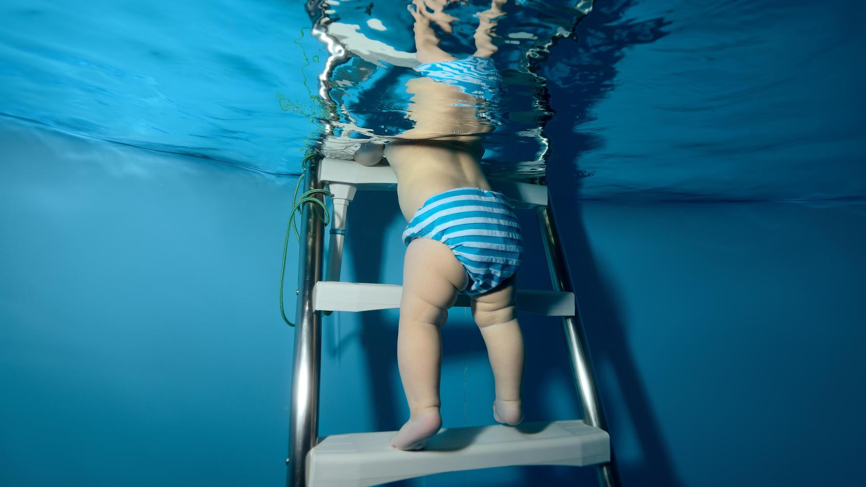 Spaßiges Planschen ohne Malheur: Mit der Schwimmwindel geht auch im Wasser nichts daneben.