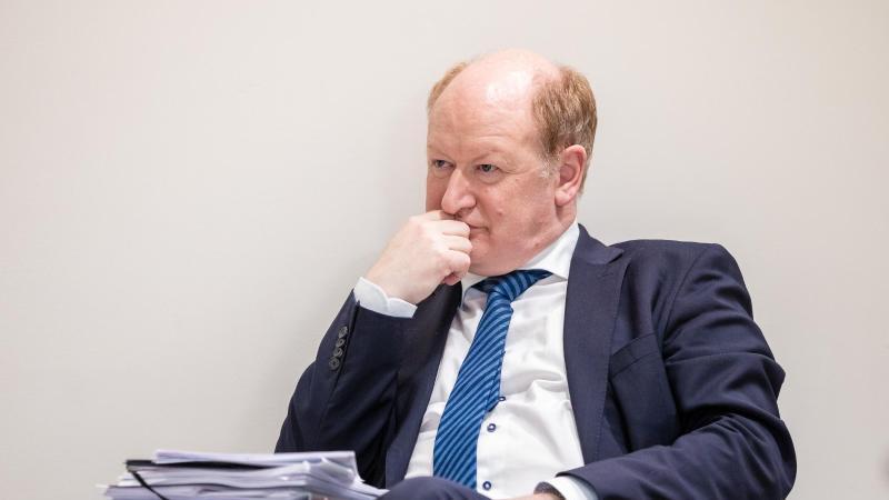 Reinhold Hilbers (CDU), Finanzminister von Niedersachsen. Foto: Moritz Frankenberg/dpa/Archivbild