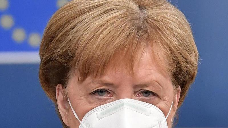 Bundeskanzlerin Angela Merkel trifft beim EU-Gipfel im Gebäude des Europäischen Rates ein. Foto: John Thys/AFP Pool/AP/dpa