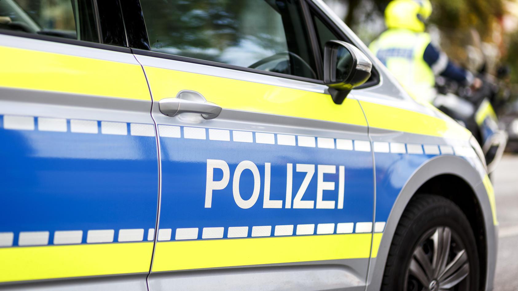 Symbolbild Polizei Polizeifahrzeug bei einer Demonstration am 28.09.2019 in Hamburg. Hamburg Deutschland *** Symbol pict