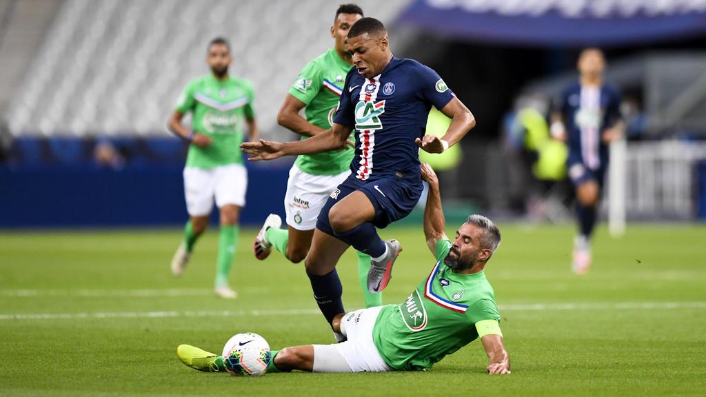07 KYLIAN MBAPPE PSG - 24 LOIC PERRIN ASSE - FAUTE FOOTBALL : Paris SG vs Saint Etienne - Coupe de France - Finale - 24/07/2020 FEP/Panoramic PUBLICATIONxNOTxINxFRAxITAxBEL