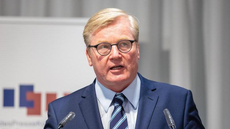 Bernd Althusmann (CDU), Wirtschaftsminister von Niedersachsen, spricht. Foto: Moritz Frankenberg/dpa/Archivbild