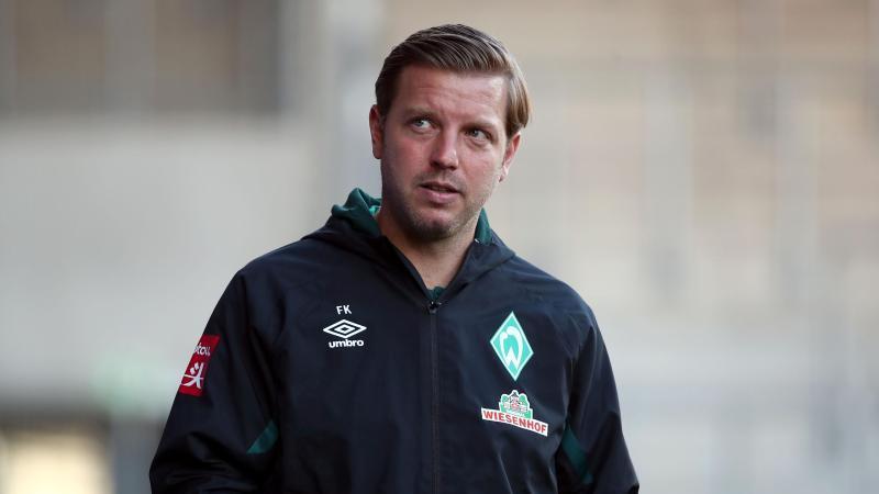 Bremens Trainer Florian Kohfeldt schaut in die Runde. Foto: Tom Weller/dpa