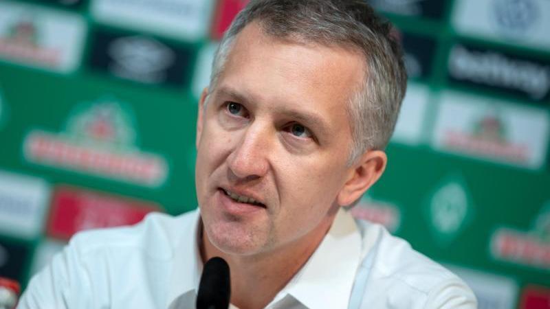 Bremens Sportchef Frank Baumann hat eine Modifizierung für künftige Spielerverträge in Krisenzeiten angekündigt. Foto: Sina Schuldt/dpa/Archivbild