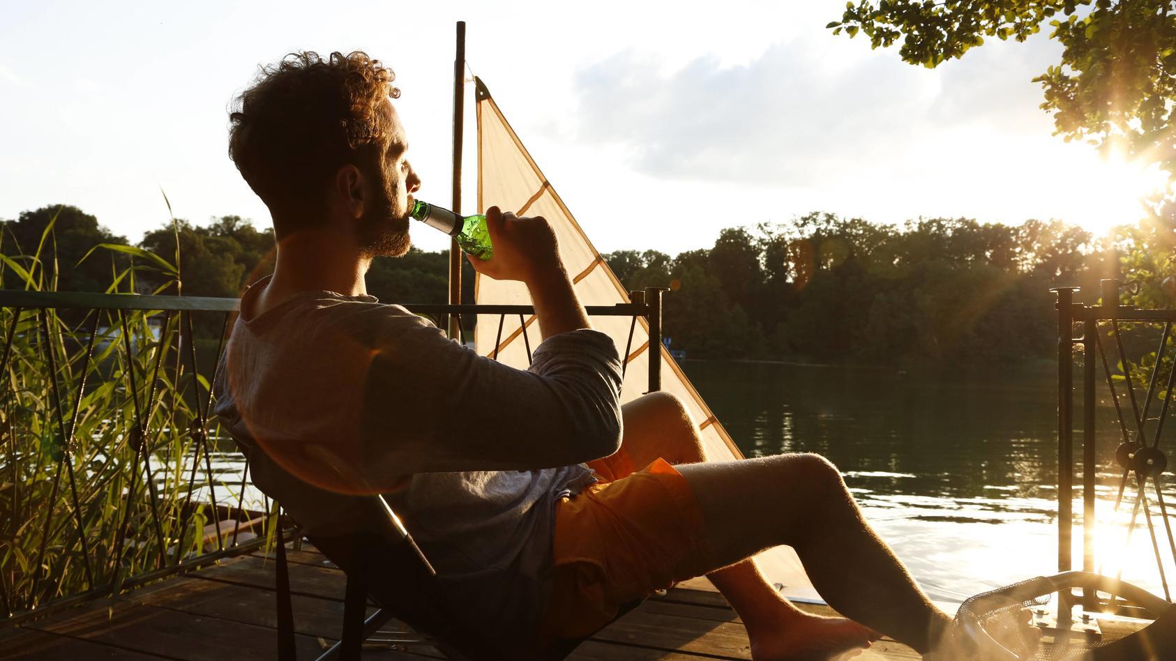 Ein Radler im Sonnenschein - gerade im Sommer ist das Biermixgetränk beliebt.