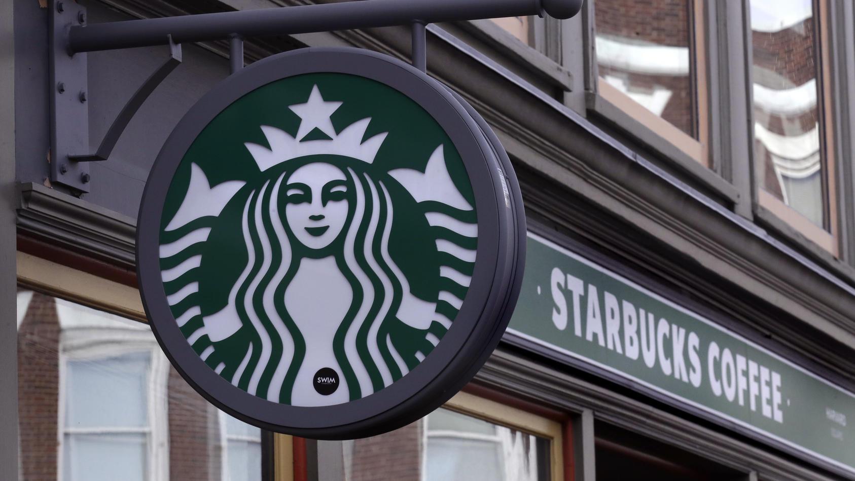 Ekliger Fund in einem Starbucks-Getränk
