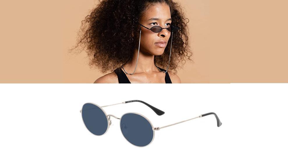 Brillenkette lässig kombiniert.