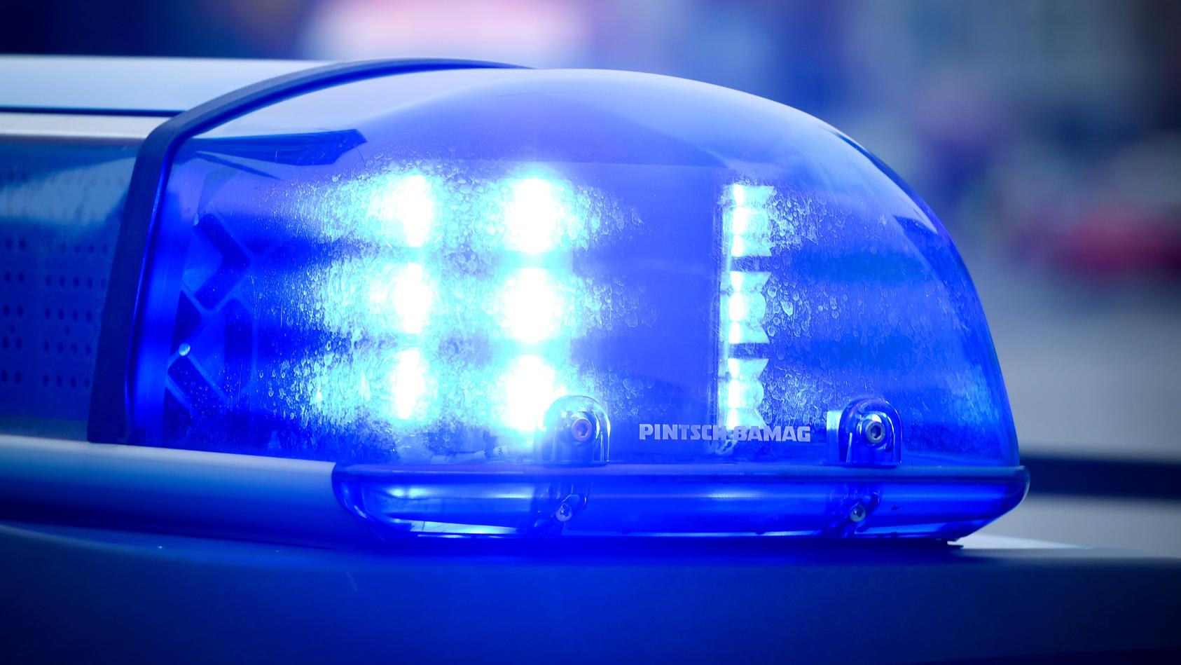 14-Jähriger verpasst Polizist Faustschlag