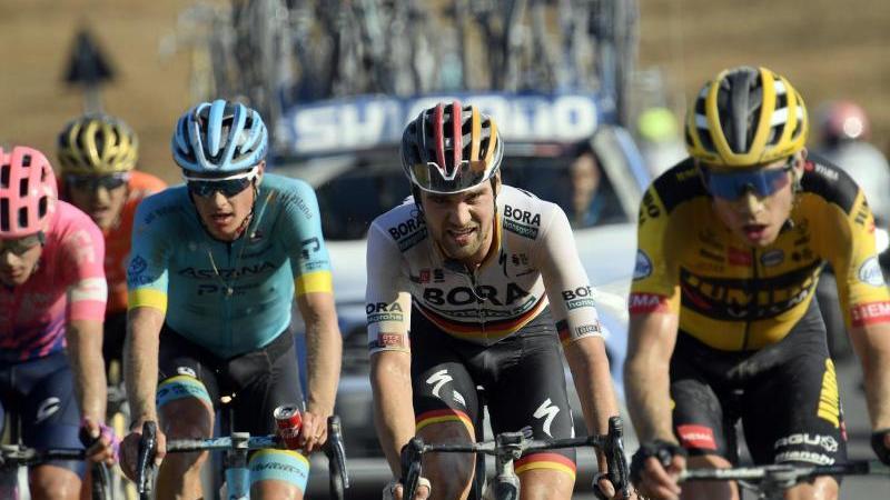 Maximilian Schachmann (2.v.r.) zeigte ein starkes Rennen in der Toskana. Foto: Fabio Ferrari/Lapresse via ZUMA Press/dpa