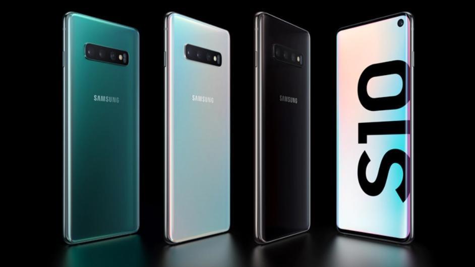 Das Samsung Galaxy S10 gibt es derzeit mit Vertrag und Ladepad als Zugabe.