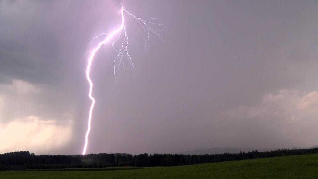 Gewitter und Unwetter treiben aktuell vor allem vom Balkan bis nach Griechenland ihr Unwesen.