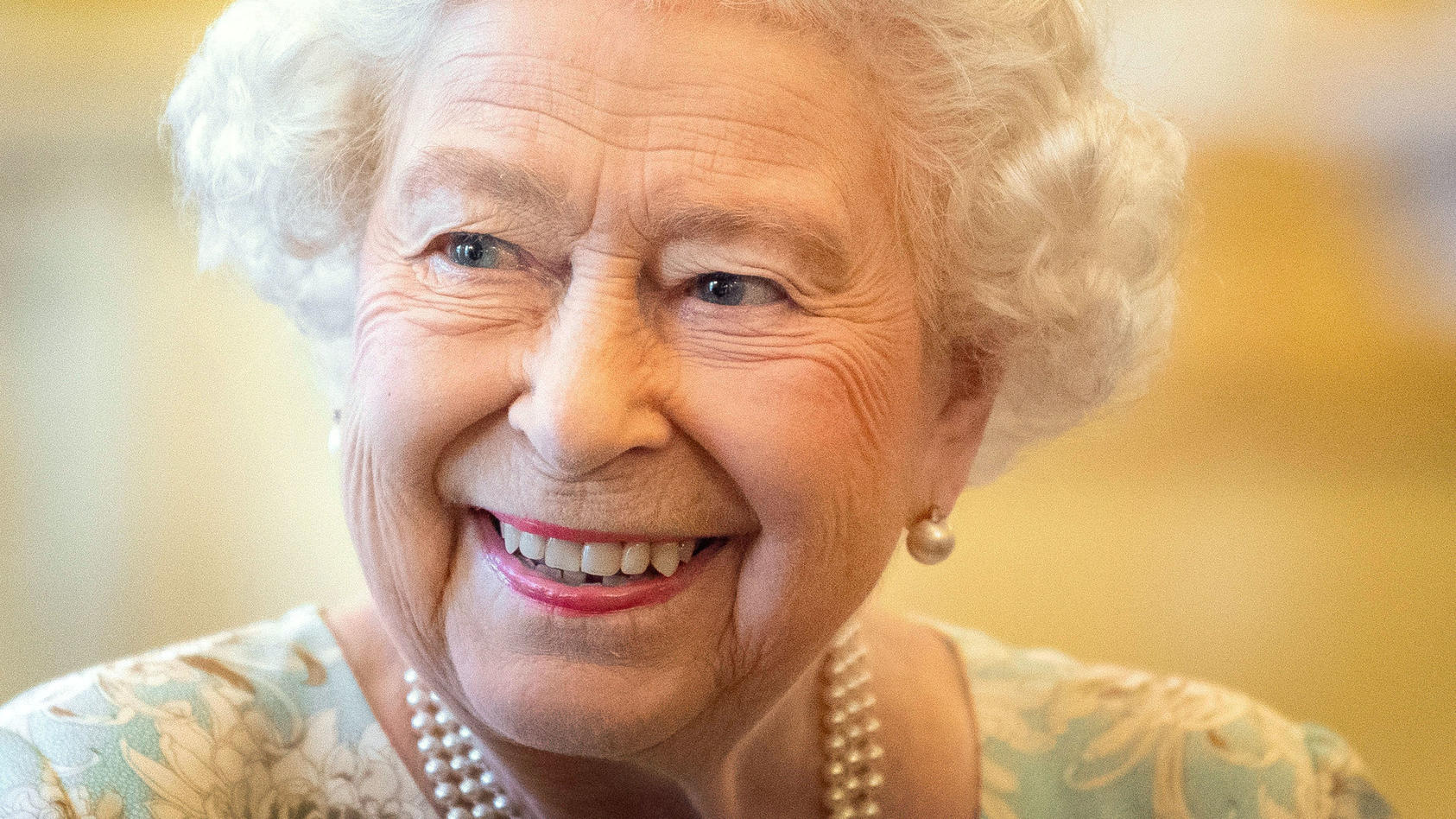 Gut lachen: Königin Elisabeth II. gönnt sich im Sommer eine Auszeit.