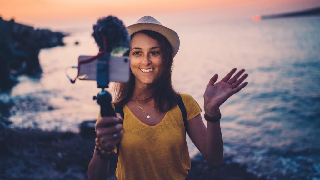 Junge Frau im Strandurlaub