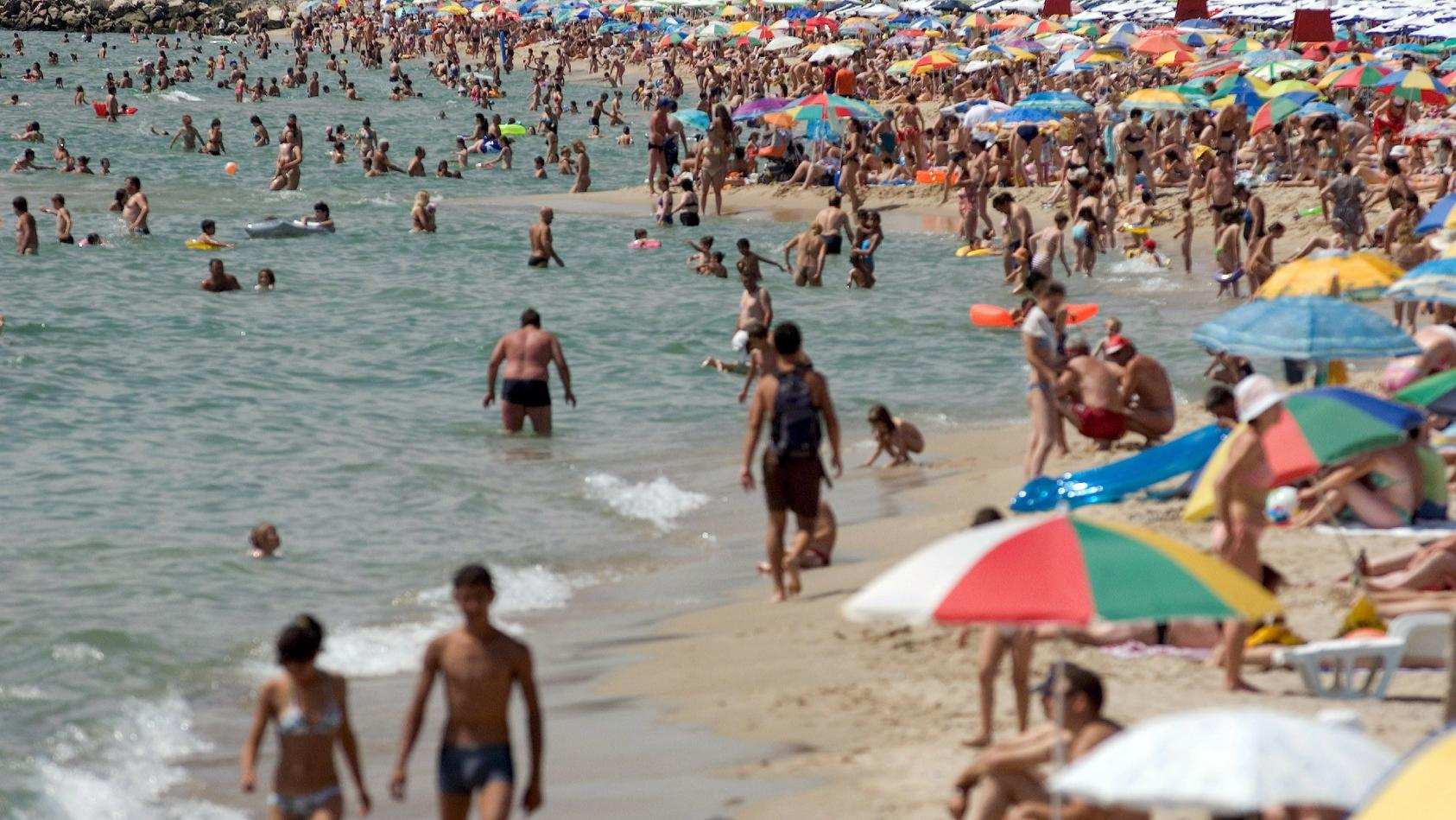 Badegäste an der bulgarischen Schwarzmeerküste