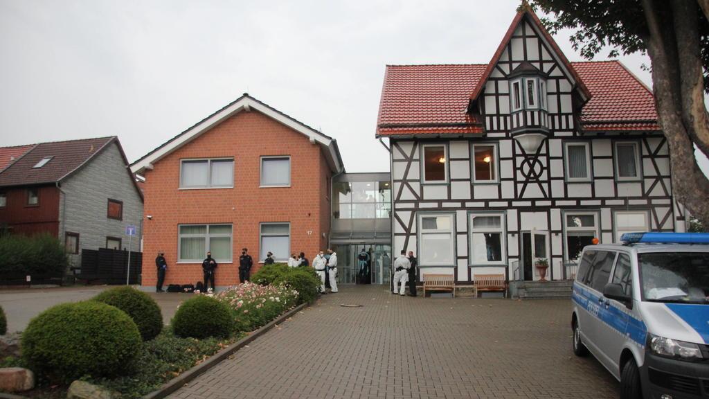 Polizei durchsucht Altenheim im Landkreis Goslar In Lagelsheim im Lankreis Goslar durchsuchen seit den frühen Morgenstunden Polizeibeamte ein Seniorenheim. Laut Landkreis Goslar besteht ein Verdacht gegen die Betreiber, wie Pressesprecher vor Ort ber