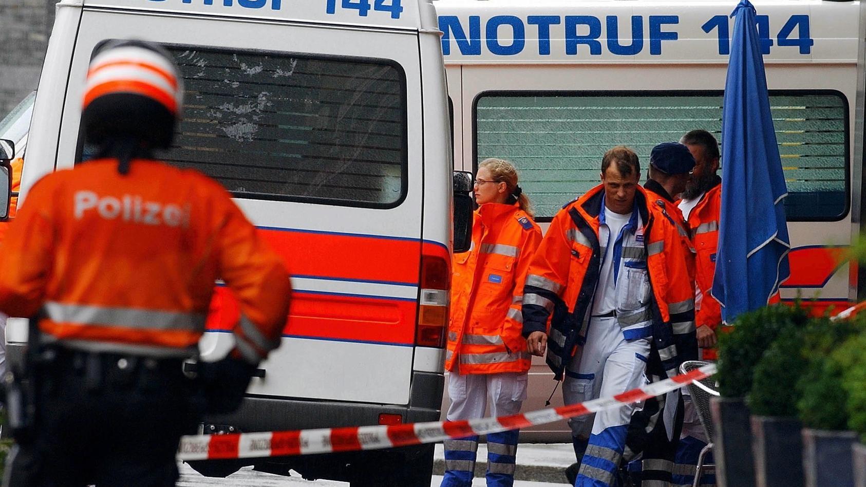 Ein Passant findet die Mutter und ihre beiden Kinder tot im Auto auf