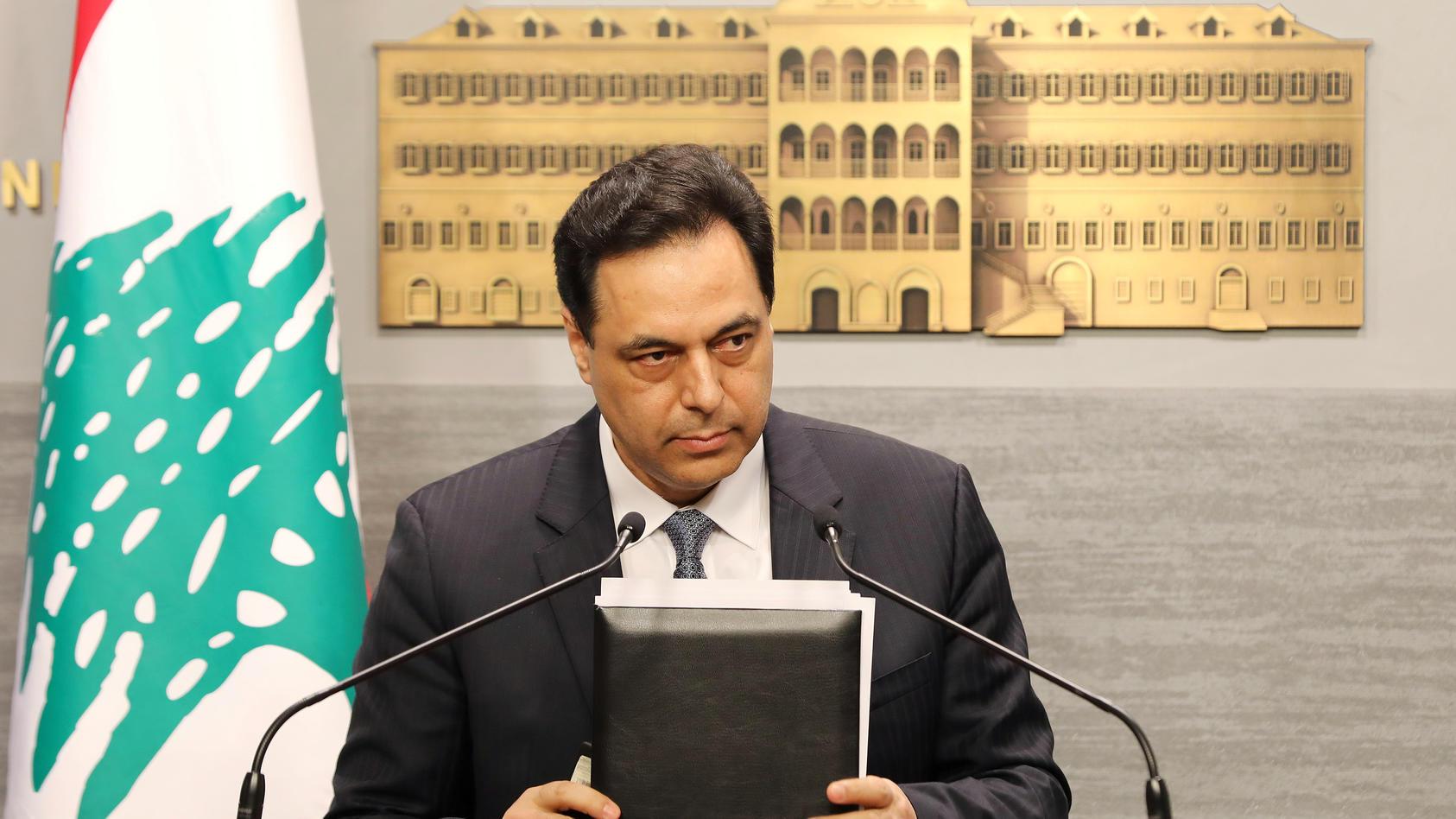 Der libanesische Premierminister Hassan Diab gab in einer TV-Ansprache seinen Rücktritt bekannt.