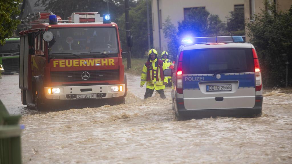 200811 Unwetter. Schon wieder schwere Unwetter in Sachsen. Diesmal ist die Gegend um Chemnitz betroffen. Hochwasseralarm im Ort Auerswalde. Über 100 Liter auf dem Quadratmeter in nur einer Stunde lies den Bach über die Ufer treten. Das Wasser steht