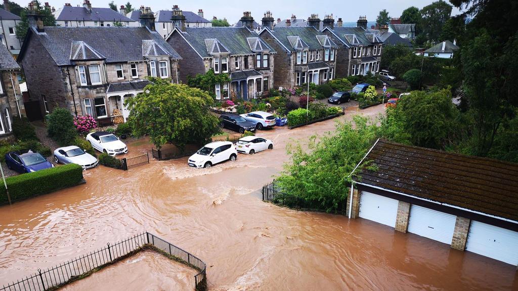 Es gab schon heftige Unwetter in Schottland. Hier ein Bild aus der schottischen Kleinstadt Perth. Heute ist eher der Süden Großbritanniens betroffen.
