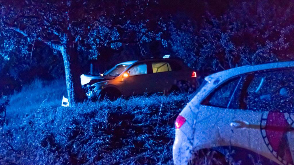 Zwei Fahrschulautos verunfallen, Drei gestohlene Autos, ein schwer verletzter Junge und eine Verfolgungsfahrt. Die Polizei ermittelt seit dem 12.08.2020 gegen eine Gruppe Jugendlicher. Aus einer Fahrschule in Leinzell entwendeten Jugendliche zwei Aut
