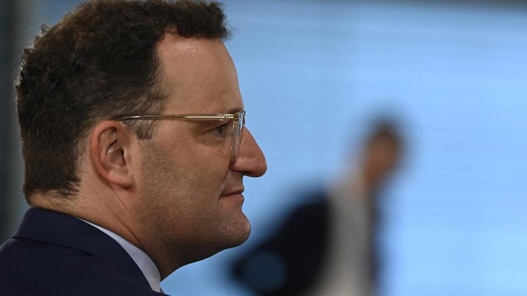 12.08.2020, Berlin: Jens Spahn (CDU), Bundesminister für Gesundheit, kommt zur Sitzung des Bundeskabinetts. Foto: Tobias Schwarz/AFP-POOL/dpa +++ dpa-Bildfunk +++