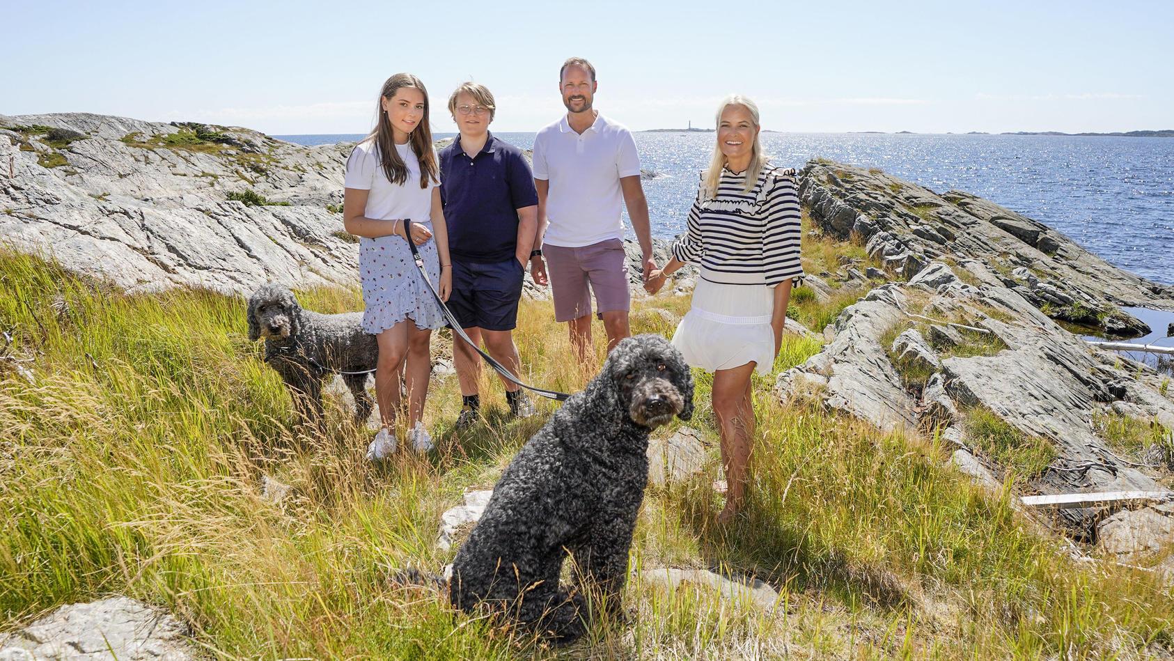 Die Norwegische Kronprinzenfamilie macht Urlaub auf den Lofoten.