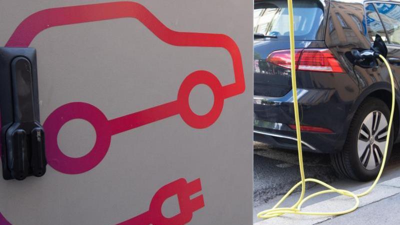 Eine öffentliche Ladesäule für Elektroautos in der Innenstadt von Hannover. Einige Anträge auf die Kaufprämie für E-Autos werden nicht bewilligt. Foto: Julian Stratenschulte/dpa