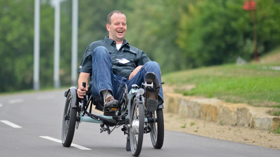 Gunnar van der Pütten hatte mit 24 Jahren einen Schlaganfall. Laufen ist schwierig, Autofahren unmöglich, aber auf seinem Trike fühlt er sich wohl.