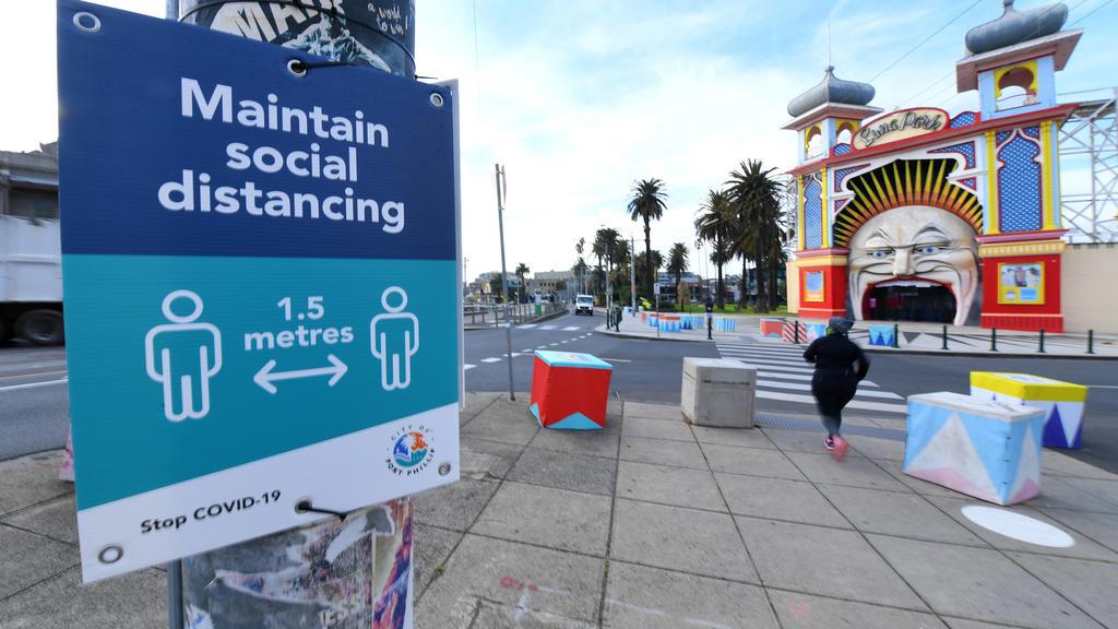 Warnhinweis vor dem geschlossenen Luna Park in Melbourne.