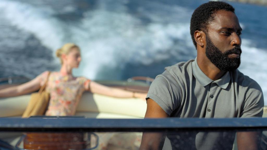 """Elizabeth Debicki und John David Washington in einer Szene des Films """"Tenet"""" (undatierte Filmszene). Der Film kommt am 26.08.2020 in die deutschen Kinos."""