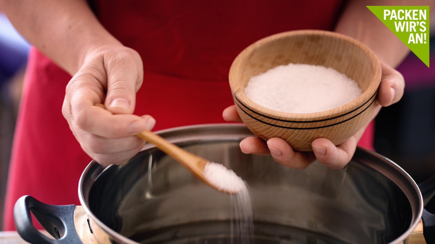 Salz ist nicht nur zum Würzen nützlich, sondern auch ein toller Haushaltshelfer.