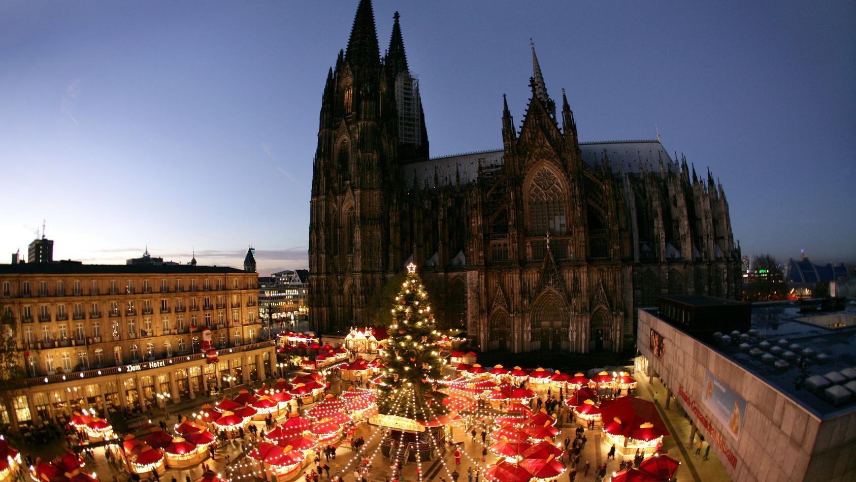 Weihnachtsmarkt vor Kölner Dom