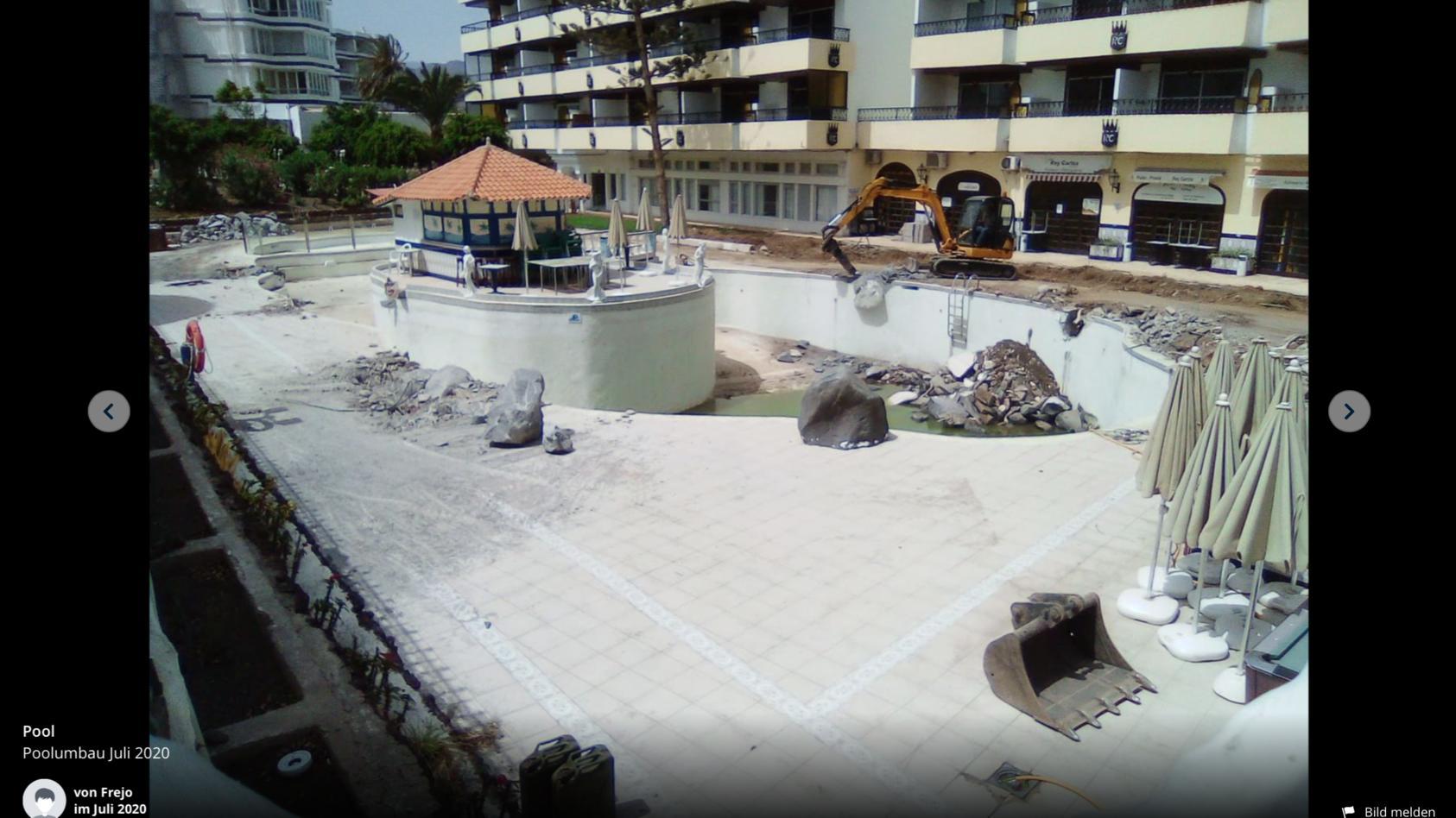 Der Pool hat sich in eine Baustelle verwandelt.