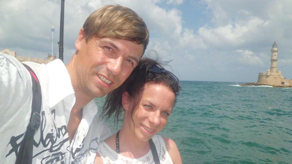 Paar am Hafen von Chania